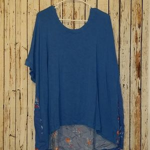 Ava and Viv top. Blue front flower back high low